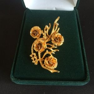Coro Gold Tone Rose Bouquet Brooch